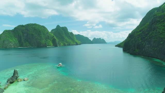 matinloc island and surrounding seascape, el nido, palawan, philippines - 草原点の映像素材/bロール