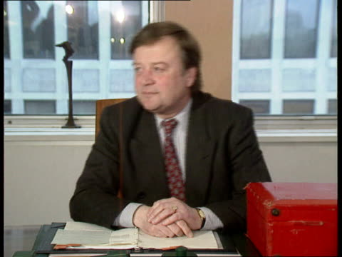 documents b/g; int cms home sec kenneth clarke mp at desk - b rolle stock-videos und b-roll-filmmaterial