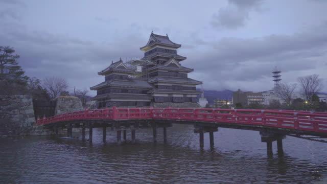 vídeos y material grabado en eventos de stock de matsumoto castle, japan - castillo estructura de edificio