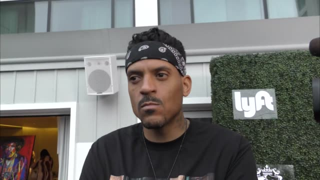 matt barnes talks about athletes doing movies outside mondrian hotel in west hollywood in celebrity sightings in los angeles, - モンドリアンホテル点の映像素材/bロール