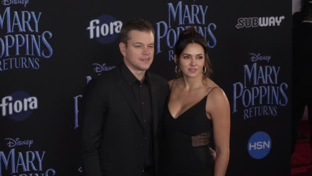 "matt damon and luciana barroso at the disney's ""mary poppins returns"" world premiere at dolby theatre on november 29, 2018 in hollywood, california. - マット・デイモン点の映像素材/bロール"