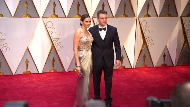 matt damon and luciana bozán at 89th annual academy awards - arrivals at hollywood & highland center on february 26, 2017 in hollywood, california.... - マット・デイモン点の映像素材/bロール