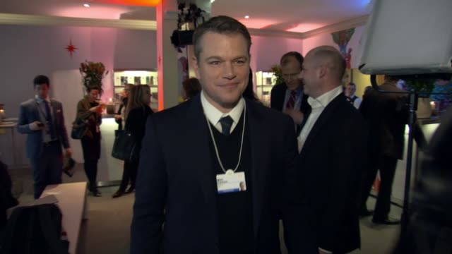 "matt damon at stella artois & water.org world economic forum panel discussion ""we can be the generation to end the global water crisis"" at... - マット・デイモン点の映像素材/bロール"