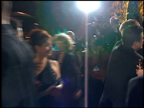 stockvideo's en b-roll-footage met matt damon at the 1998 academy awards vanity fair party at morton's in west hollywood california on march 23 1998 - 70e jaarlijkse academy awards