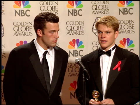matt damon at the 1998 golden globe awards at the beverly hilton in beverly hills, california on january 18, 1998. - 1998 stock-videos und b-roll-filmmaterial