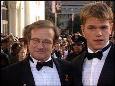 stockvideo's en b-roll-footage met matt damon at the 1998 screen actors guild sag awards at the shrine auditorium in los angeles california on march 8 1998 - 1998