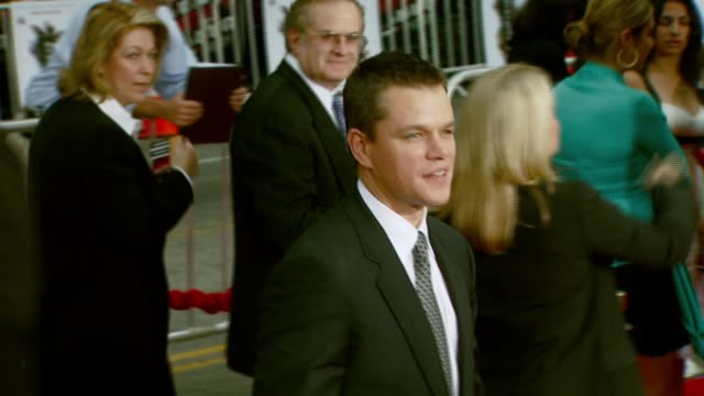 matt damon at the 'ocean's thirteen' north american premiere at grauman's chinese theatre in hollywood california on june 5 2007 - 2007 stock-videos und b-roll-filmmaterial