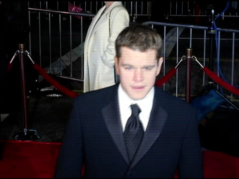 matt damon at the 'ocean's twelve' los angeles premiere arrivals at grauman's chinese theatre in hollywood, california on december 8, 2004. - マット・デイモン点の映像素材/bロール