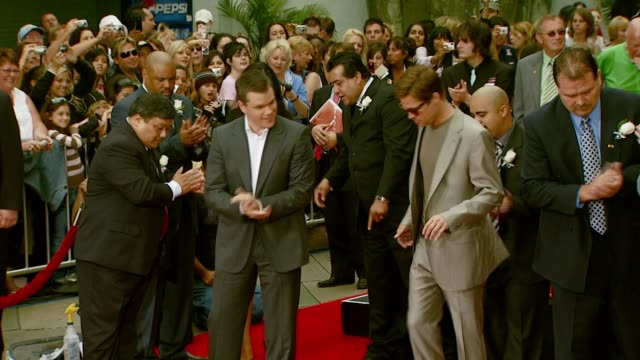 matt damon, brad pitt, jerry weintraub, and george clooney at the 'ocean's thirteen' handprint and footprint ceremony at grauman's chinese theatre in... - マット・デイモン点の映像素材/bロール