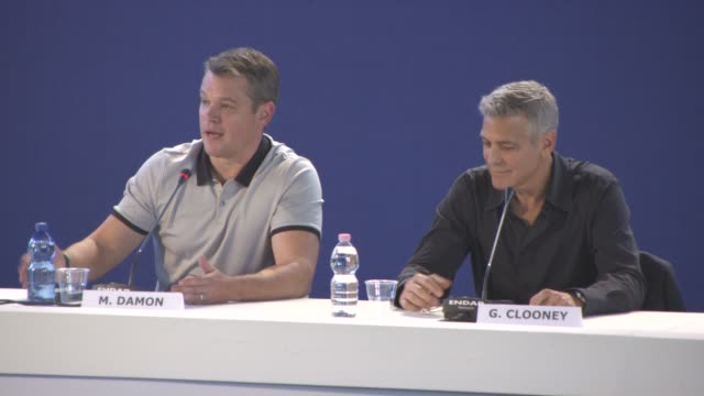 matt damon on picking the film as george clooney was directing it, looking like an average american person at 'suburbicon' press conference - 74th... - マット・デイモン点の映像素材/bロール