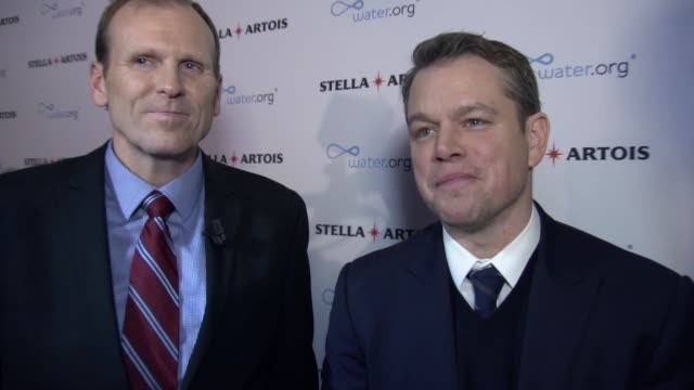 matt damon on the partnership being like dating and its goals, on the chalices for sale, on the way customers in the usa and the uk can help and have... - マット・デイモン点の映像素材/bロール