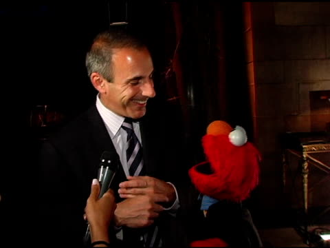 matt lauer and elmo talk about about elmo's popularity in the lauer household, their experience working together, and katie couric's last day at the... - マンハッタン チプリアーニ点の映像素材/bロール