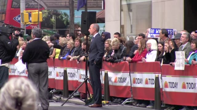 matt lauer at the 'today show' in new york 11/16/11 - matt lauer stock videos & royalty-free footage