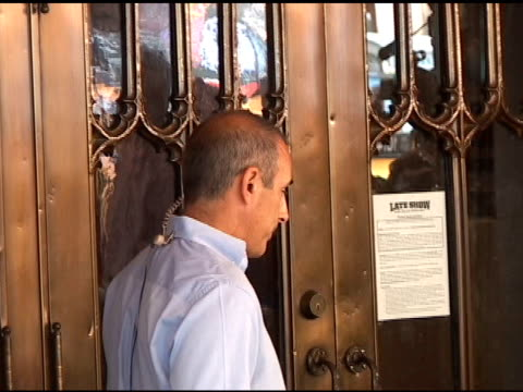 matt lauer uses a garbage can to smash in front doors of the 'late show with david letterman' in new york 07/19/11 - matt lauer stock videos & royalty-free footage