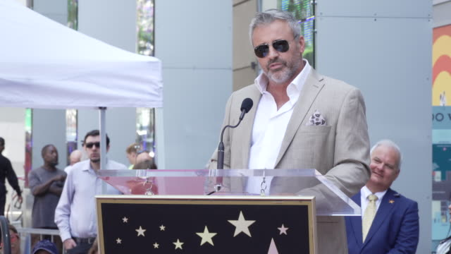 vídeos y material grabado en eventos de stock de speech matt leblanc at stacy keach honored with a star on the hollywood walk of fame on july 31 2019 in hollywood california - stacy keach