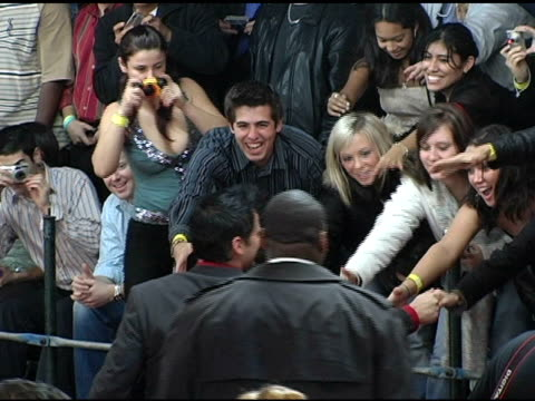 matt leblanc greets fans at the 2005 people's choice awards arrivals at the pasadena civic auditorium in pasadena california on january 10 2005 - matt leblanc stock videos and b-roll footage