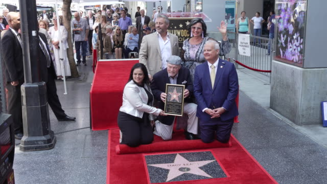 vídeos y material grabado en eventos de stock de matt leblanc stacy keach and malgosia tomassi keach at stacy keach honored with a star on the hollywood walk of fame on july 31 2019 in hollywood... - stacy keach