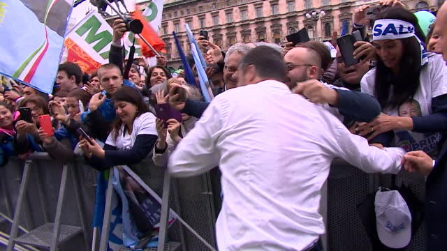 """matteo salvini deputy prime minister of italy greeting crowds at rally in milan ahead of european elections - """"bbc news"""" video stock e b–roll"""