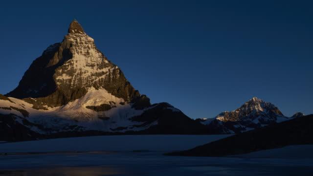 vidéos et rushes de matterhorn sunrise timelapse - alpes suisses