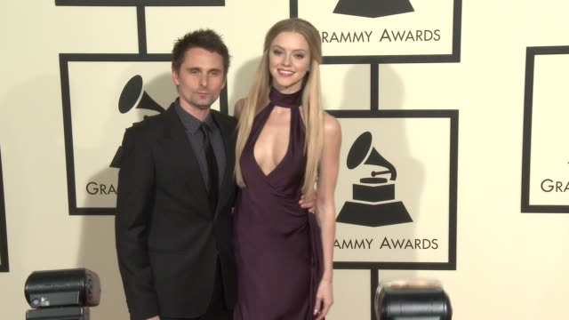 stockvideo's en b-roll-footage met matthew bellamy and elle evans at the 58th annual grammy awards® arrivals at staples center on february 15 2016 in los angeles california - 58e grammy awards