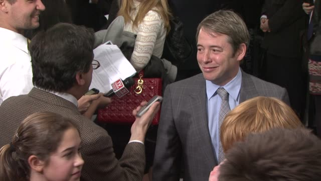 vidéos et rushes de matthew broderick, sarah jessica parker at the 'harry potter and the deathly hallows: part 1' new york premiere at new york ny. - matthew broderick