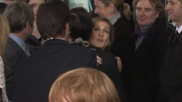 vidéos et rushes de matthew broderick, sarah jessica parker, james wilkie broderick at the 'harry potter and the deathly hallows: part 1' new york premiere at new york... - matthew broderick