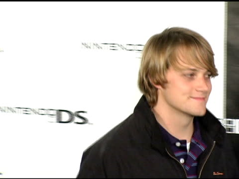 vidéos et rushes de matthew carey at the exclusive nintendo pre-launch party at the day after at the day after in los angeles, california on november 16, 2004. - exclusivité