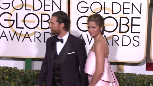 matthew mcconaughey and camila alves at the 72nd annual golden globe awards - arrivals at the beverly hilton hotel on january 11, 2015 in beverly... - マシュー・マコノヒー点の映像素材/bロール