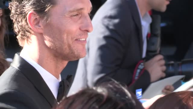 matthew mcconaughey greets fans at magic mike premiere in los angeles 06/24/12 matthew mcconaughey greets fans at magic mike prem on june 24, 2012 in... - matthew mcconaughey stock videos & royalty-free footage