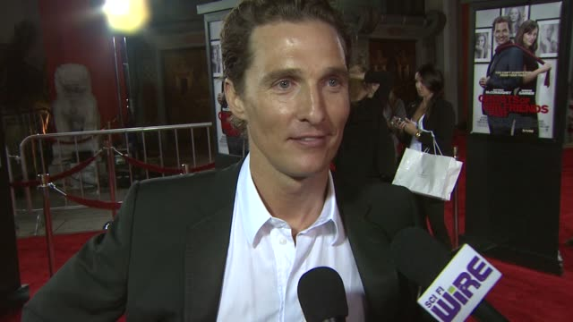 vidéos et rushes de matthew mcconaughey on the best and worst of girlfriends past, his role at the 'ghosts of girlfriends past' premiere at hollywood ca. - petite amie