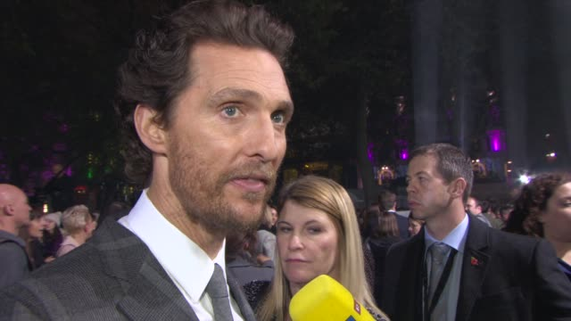 vidéos et rushes de matthew mcconaughey on the spirit of the film, what got him interested in the role at 'insterstellar' uk premiere at odeon leicester square on... - première
