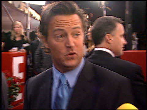 vídeos y material grabado en eventos de stock de matthew perry at the 2002 people's choice awards at pasadena civic auditorium in pasadena, california on january 13, 2002. - auditorio cívico de pasadena