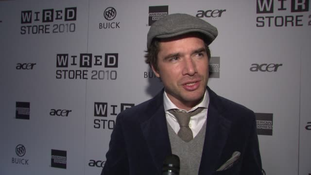 matthew settle on what brings him out tonight on how he's been reading wired for years on his interest in the future and technology on his thoughts... - l'uomo e la macchina video stock e b–roll