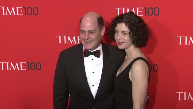 vídeos de stock, filmes e b-roll de matthew weiner and linda brettler at the time 100 gala time's 100 most influential people in the world at new york ny - evento anual