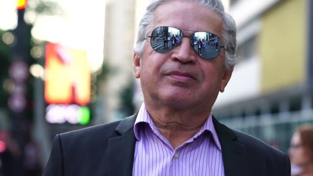 mature business man portrait - 65 69 anni video stock e b–roll