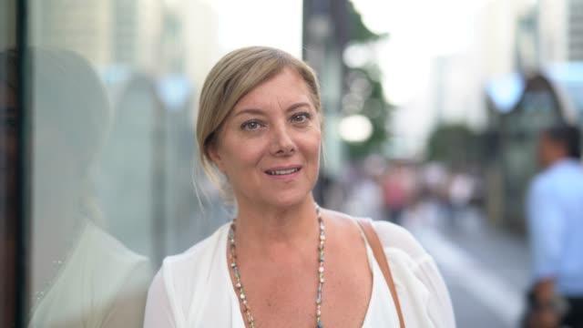 mature businesswoman portrait on the city - pardo brazilian stock videos & royalty-free footage