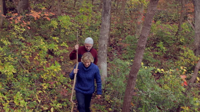 ws mature couple hiking / sea bright, new jersey, usa - newoutdoors stock videos & royalty-free footage