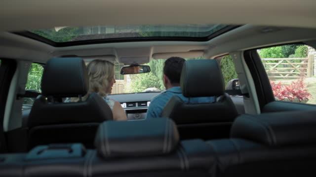 mature couple in car - ウィルトシャー州点の映像素材/bロール