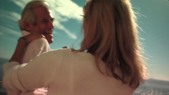 vidéos et rushes de mature couple - retraite