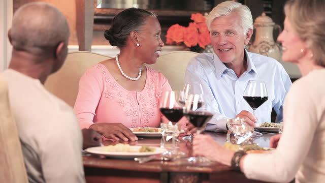 stockvideo's en b-roll-footage met rijpe paren die diner eten en wijn in eetkamer drinken - dining room