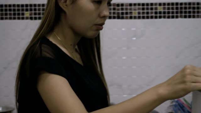 stockvideo's en b-roll-footage met rijpe vrouw op zoek naar voedsel in de koelkast - hd format