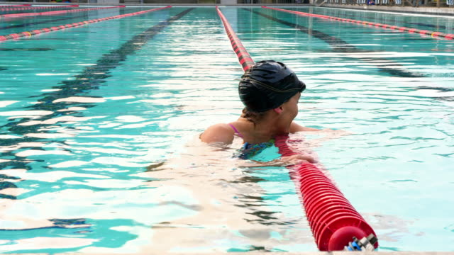 vídeos de stock e filmes b-roll de ms mature female swimmer finishing set during early morning workout in outdoor pool - aperfeiçoamento pessoal