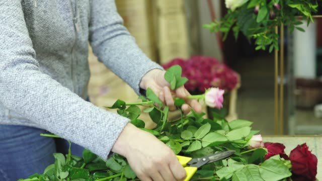 mature lady florist working in flower workshop alone - flower arrangement stock videos & royalty-free footage