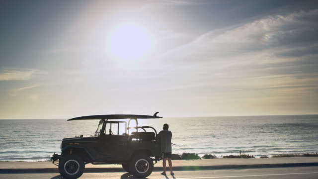 ws mature man driving a suv by the ocean - pensionierung stock-videos und b-roll-filmmaterial