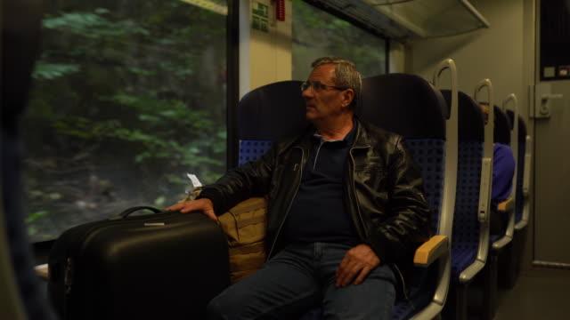 vídeos de stock, filmes e b-roll de homem maduro que viaja pelo trem - passenger