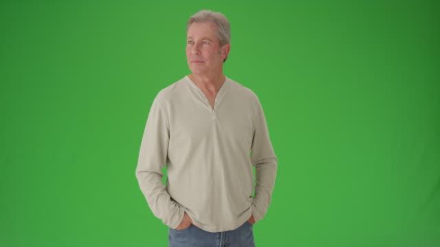 mature senior white man looking around green screen - only mature men video stock e b–roll