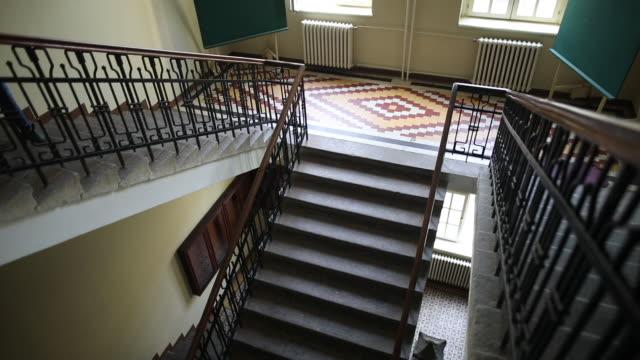 vídeos de stock e filmes b-roll de mature unrecognizable woman walking down the stairs - degraus e escadas
