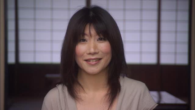 cu portrait mature woman bowing/ tokyo, japan - quarantenne video stock e b–roll