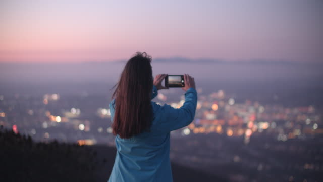 vídeos y material grabado en eventos de stock de mature woman taking a photo of the view - photographing