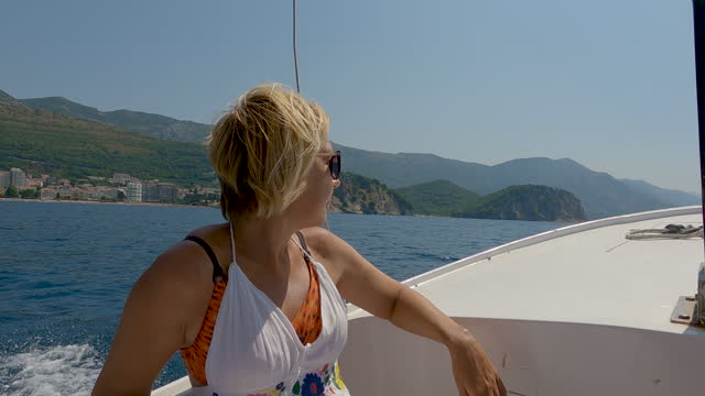 stockvideo's en b-roll-footage met mature woman, tourist,enjoying on a motorboat - alleen één oudere vrouw